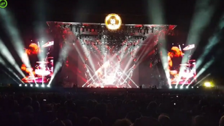 a meteor falls exactly after this part from foo fighters show rock